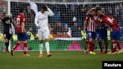 Real Madrid contre Atletico Madrid au stade Bernabeu de Santiago, à Madrid, Espagne, 27 février 2016.
