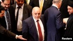Perdana Menteri baru Irak, Haider Al Abadi (tengah) menghadiri sidang parlemen di Baghdad, Senin (8/9).