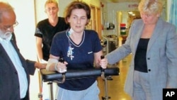 Car crash survivor Dawn Pickett, who had both of her arms and legs shattered seven years ago, does her rehab after doctors were able to save her limbs, thanks to experience from Afghanistan and Iraq, February 2011