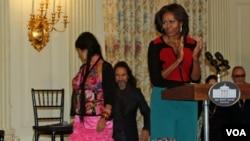 La primera dama Michelle Obama resalta los aportes de la música de artistas latinos y el duro trabajo realizado para sobresalir en el mundo de la música.