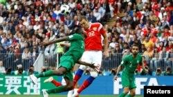 Cầu thủ Artem Dzyuba ghi bàn thắng, giúp Nga tiếp tục dẫn trước Ảrập Xêút với tỷ số 3-0.
