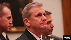 美軍太平洋艦隊水面艦隊司令理查德·布朗中將(Richard Brown)2020年2月5日在眾議院軍委會作證(美國之音黎堡攝)