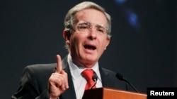 El expresidente de Colombia, Álvaro Uribe, se encuentra en la capital de EE.UU., como testigo del desarrollo económico que vive Latinoamérica.