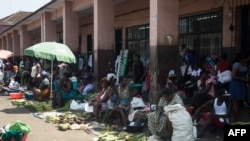 Scène de vie courant au marché principal de la ville de Sao Tomé le 2 janvier 2018.