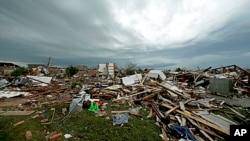 Kerusakan akibat badai tornado di kota Moore, Oklahoma (21/5). Sekitar 40 keluarga Indonesia tinggal di negara bagian Oklahoma, yang dikenal rawan tornado.