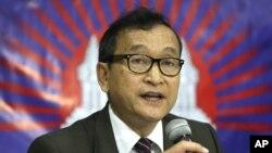 Pemimpin oposisi Kamboja, Sam Rainsy, menyerukan agar Presiden Obama membatalkan kunjungan ke pertemuan puncak kawasan ASEAN di Phnom Penh bulan depan (Foto: dok)