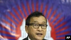 ທ່ານ Sam Rainsy, ຜູ້ນໍາຝ່າຍຄ້ານຂອງກໍາປູເຈຍ (Sept 2012 file photo)