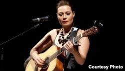 Mira Awad in concert (Photo by Nanni Fontana)
