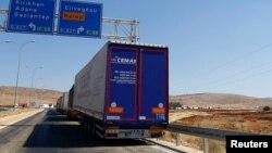 시리아 휴전 나흘째인 16일 터키 하타이 주 레이한리의 바브알하와 국경 검문소에서 시리아로 들어가려는 터키 화물차들이 대기하고 있다. (자료사진)