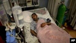 یک سرباز زخمی در شفاخانه نظامی ملی داوود در کابل