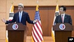 نشست خبری مشترک جان کری وزیر خارجه آمریکا (چپ) و یونگ بیونگ سه وزیر خارجه کره جنوبی در سئول - ۲۸ اردیبهشت ۱۳۹۴