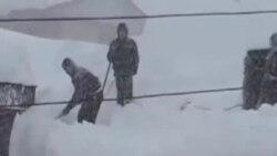 دستکم شش نفر در بارش برف در شمال ايران کشته شدند