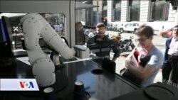 Robot koji pravi kafu