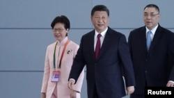 中国国家主席习近平和香港特首林郑月娥2018年10月23日参加在珠海举行的港珠澳大桥的开通仪式。(路透社)