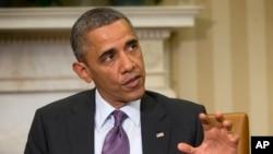 """Phát biểu tại Tòa Bạch Ốc trong cuộc họp báo chung với Quốc vương Abdullah của Jordan, ông Obama nói rằng những kết luận hiện nay chỉ là """"những sự thẩm định sơ bộ"""" dựa trên thông tin tình báo của Mỹ, ngày 26/4/2013."""