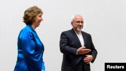 Bộ trưởng Ngoại giao Iran Mohammad Javad Zarif và Trưởng ban chính sách đối ngoại của Liên hiệp Châu Âu Catherine Ashton tại Geneva, ngày 15/10/2013.