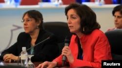 Bà Roberta Jacobson (phải), Trợ lý Ngoại trưởng Mỹ đặc trách Vấn đề Tây Bán cầu, sẽ dẫn đầu phái đoàn Mỹ sang Cuba.