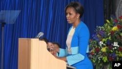 美国第一夫人米歇尔.奥巴马在南非讲话,鼓励非洲年轻人有担当.
