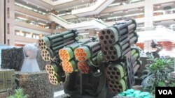 台灣自行研發的灘岸防禦火箭系統(美國之音張永泰拍攝)