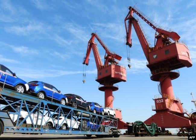 2018年5月31日在中國江蘇省連雲港一個港口的出口汽車。