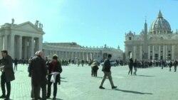 Основачката и уредничкиот одбор на Женскиот магазин на Ватикан поднесоа оставки
