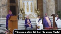 TGM Bùi Văn Đọc (thứ 2, từ phải sang) chủ sự thánh lễ tại Roma vào ngày 6/3/2018, vài giờ trước khi ông qua đời vì đột quỵ.