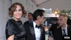 JLo sonrió a la prensa mientras que Anthony se dedicó a contestar las preguntas.