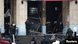 Istražitelji na mestu eksplozije na ulazu u železničku stanicu u Volgogradu