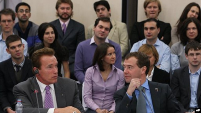California Gov. Arnold Schwarzenegger, front left, and Russian President Dmitry Medvedev attend a round table discussion for U.S. and Russian investors and computer experts in the Skolkovo Moscow school of management in Moscow, 11 Oct  2010