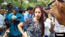 González estaba narrando lo que estaba sucediendo a las afueras del Tribunal Supremo, donde un grupo de estudiantes se manifestaban.