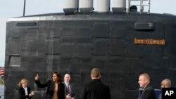 Đệ nhất phu nhân Mỹ Michelle Obama cho biết bà 'hết sức tự hào' khi được tham dự buổi lễ bàn giao tàu ngầm USS Illinois ở Groton, Connecticut.