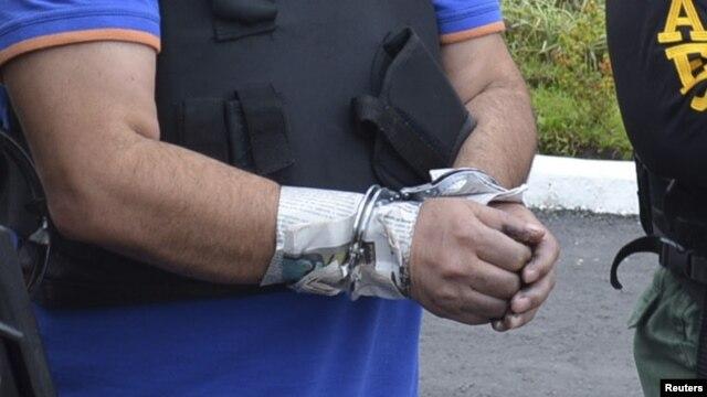 La policía colombiana anunció la captura de un narcotraficante estadounidense reclamado en Ecuador.