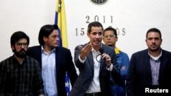 El presidente encargado de Venezuela, Juan Guaidó, también anunció una iniciativa para capacitar a los trabajadores y crear un pago escalonado para los empleaods públicos.
