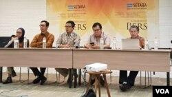 Para peneliti Setara saat menyampaikan kajian kebijakan terkait radikalisme di kalangan ASN di Hotel Ibis Jakarta, Rabu (23/1). Foto: Ahmad Bhagaskoro