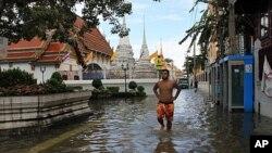 นักวิเคราะห์มองว่าการแก้ปัญหาหลังน้ำท่วมจะเป็นเครื่องทดสอบสำคัญสำหรับผู้นำรัฐบาลไทย