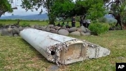在留尼汪岛海滩发现的一片飞机残骸。