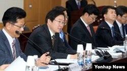 지난 6일 김영석 한국 해양수산부 차관이 정부세종청사 해수부 대회의실에서 지자체 12개 시·도 국장 및 본부장들이 참석한 가운데 열린 시도 해양수산 정책협의회에서 인사말을 하고 있다. (자료사진)