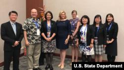 美國國務院東亞及太平洋事務局2018年9月6日發表的美台APEC互動照片