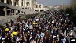 Demonstran anti pemerintah di Teheran, Iran, 5 Januari 2018.