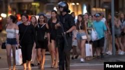 Polisi mengevakuasi kawasan La Rambla di Barcelona, Spanyol, Kamis (17/8).