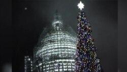 美国国会点亮圣诞树仪式 为加州枪击死难者默哀