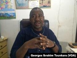 Toure Adama, de la Coordination des gares routières, dénonce le manque de rigueur dans l'appel d'offre, en Côte d'Ivoire, le 17 octobre 2017. (VOA/Georges Ibrahim Tounkara)
