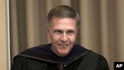 2009年洛德大使在母校弗萊徹學院演講(資料照片)