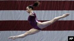 A los 10 años, Wieber ya competía en eventos olímpicos para jóvenes a nivel nacional e internacional.