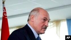 Predsednik Belorusije Aleksandar Lukašenko na glasanju ( Foto: AP/Sergei Grits)