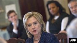 Ngoại trưởng Hoa Kỳ Hillary Clinton tiếp các giới chức cấp cao tại Bộ Ngoại giao hồi chiều ngày 1/2/2011 nhân một cuộc họp của lực lượng đặc nhiệm chống buôn người