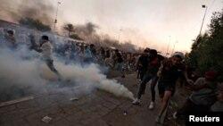 د گل، دوشنبې، په ورځ عراقي مامورینو وویل چې د امنیتي ځواکونو د هغو غړو احتساب به کولی شي څوک چې د احتجاج کونکو سره غلطه رویه کوي