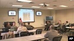 美国海军陆战队员在匡蒂戈接受文化培训