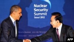 Predsednici SAD i Južne Koreje, Barak Obama i Li Mjung-bak na konferenciji za novinare u Seulu
