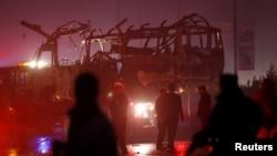 در حملۀ انتحاری به روز چهارشنبه درکابل هشت نفر به شمول هفت کارمند تلویزیون طلوع کشته شد.